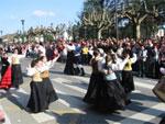 Bailes folclóricos por las calles de Pola de Siero